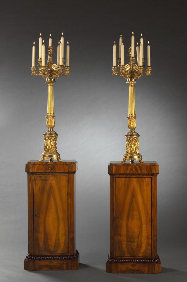 Paire de candélabres Restauration en bronze doré et paire de meubles à hauteur d'appui Biedermeier, Olivier Bauermeister - Cabinet d'expertise - © Renaud Sterchi